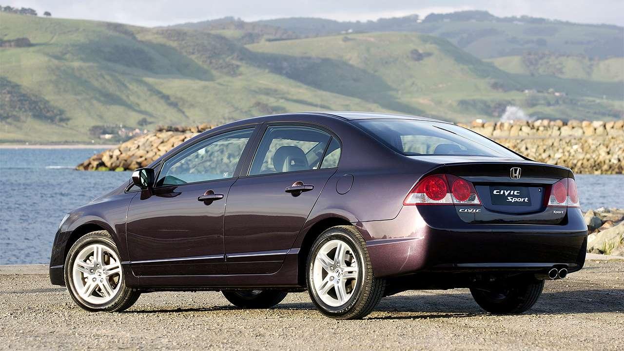 Задняя часть седана Honda Civic 8