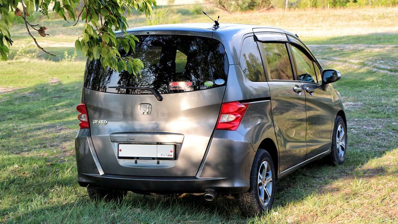 Фото задней части Honda Freed