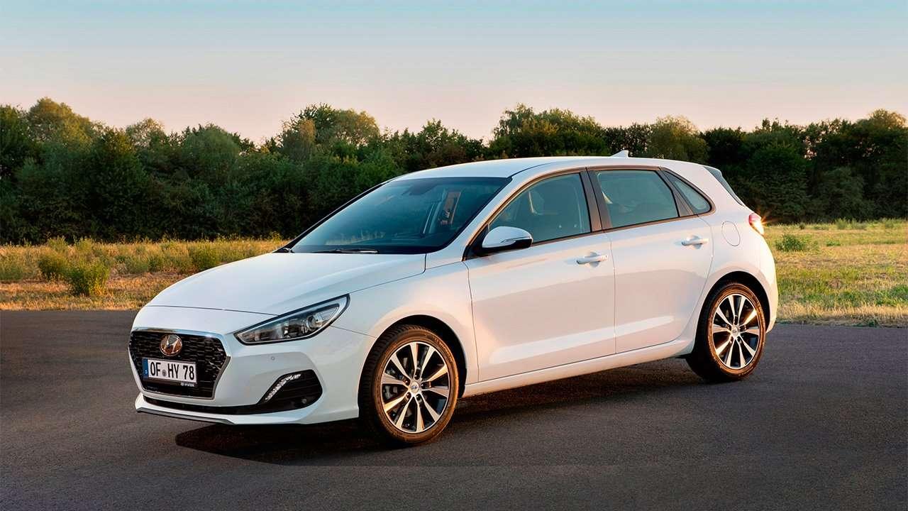 Фото белого Hyundai i30 2020-2021