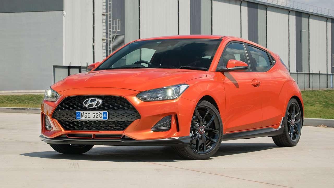 Фото оранжевого Hyundai Veloster 2020-2021