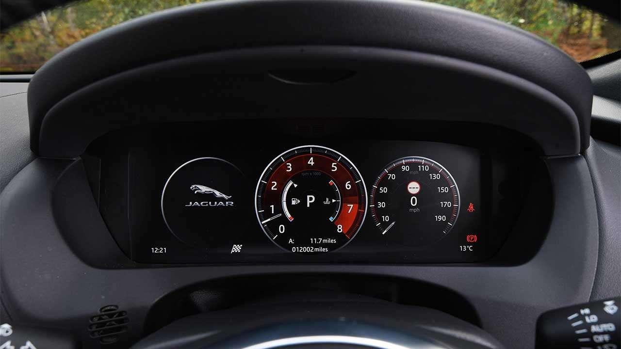 Панель приборов Jaguar F-Pace