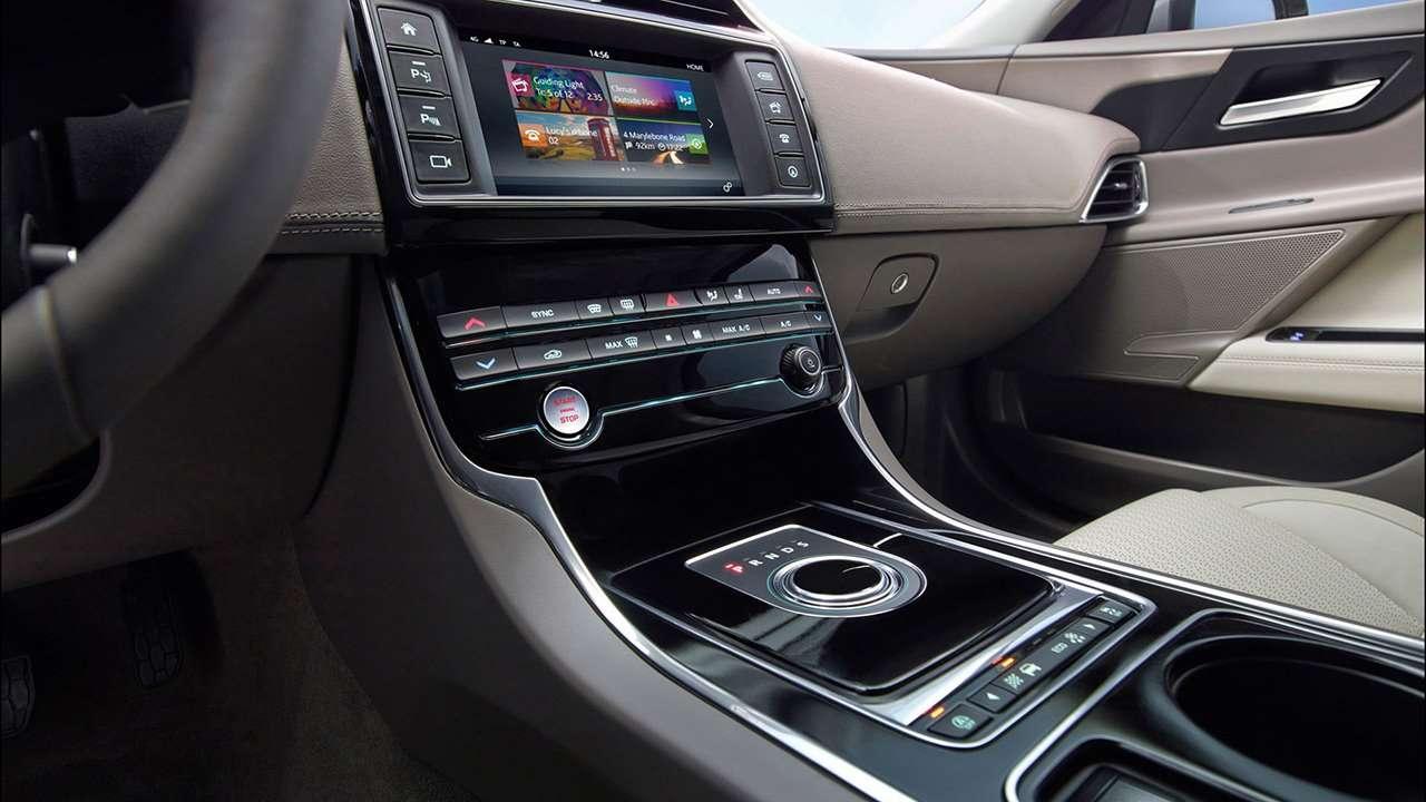Jaguar XE 2019-2020 интерьер