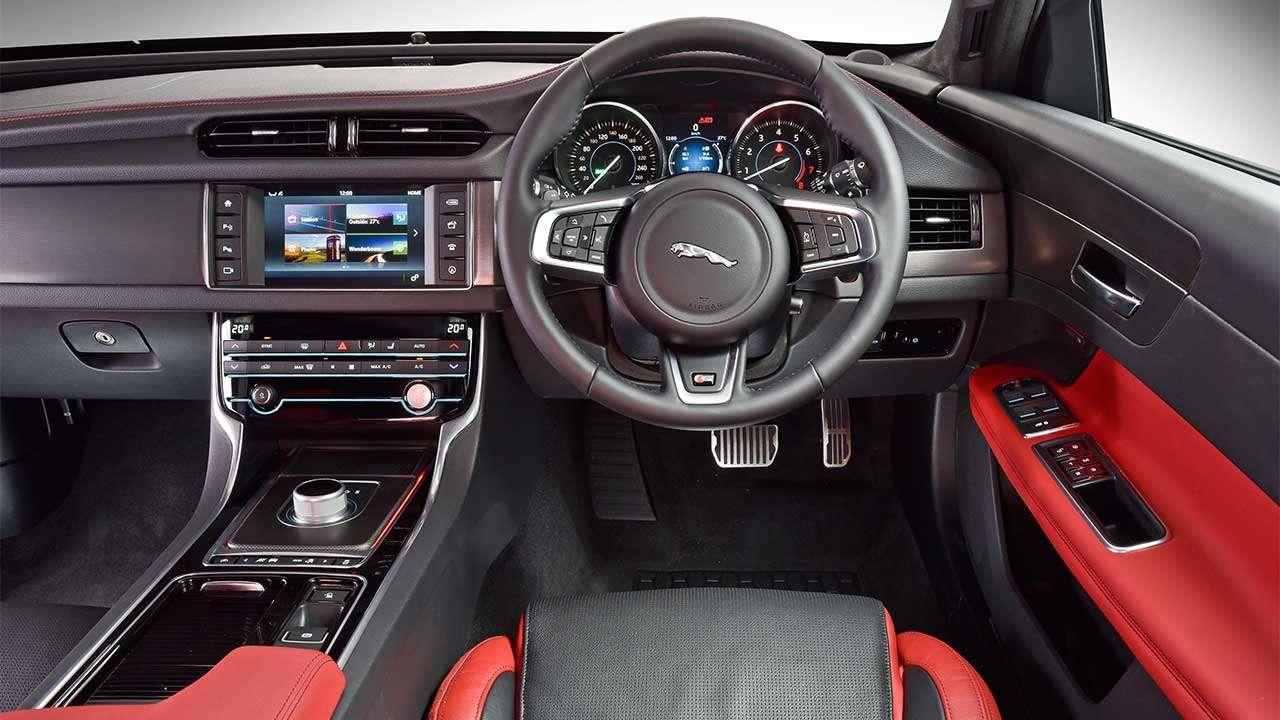 Jaguar XFR 2015 салон