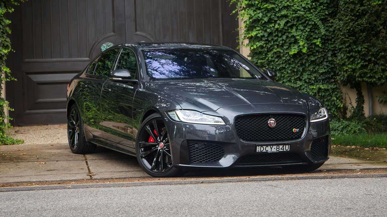Фото черного Jaguar XFR