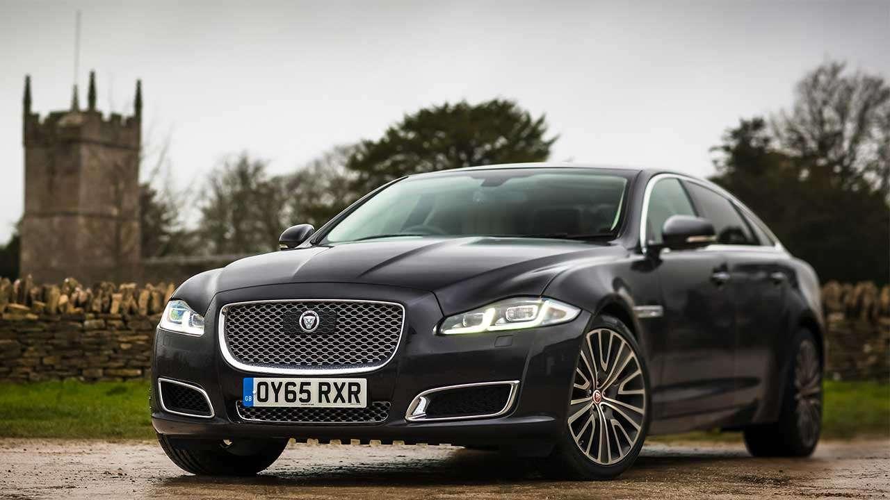 Фото черного Jaguar XJ