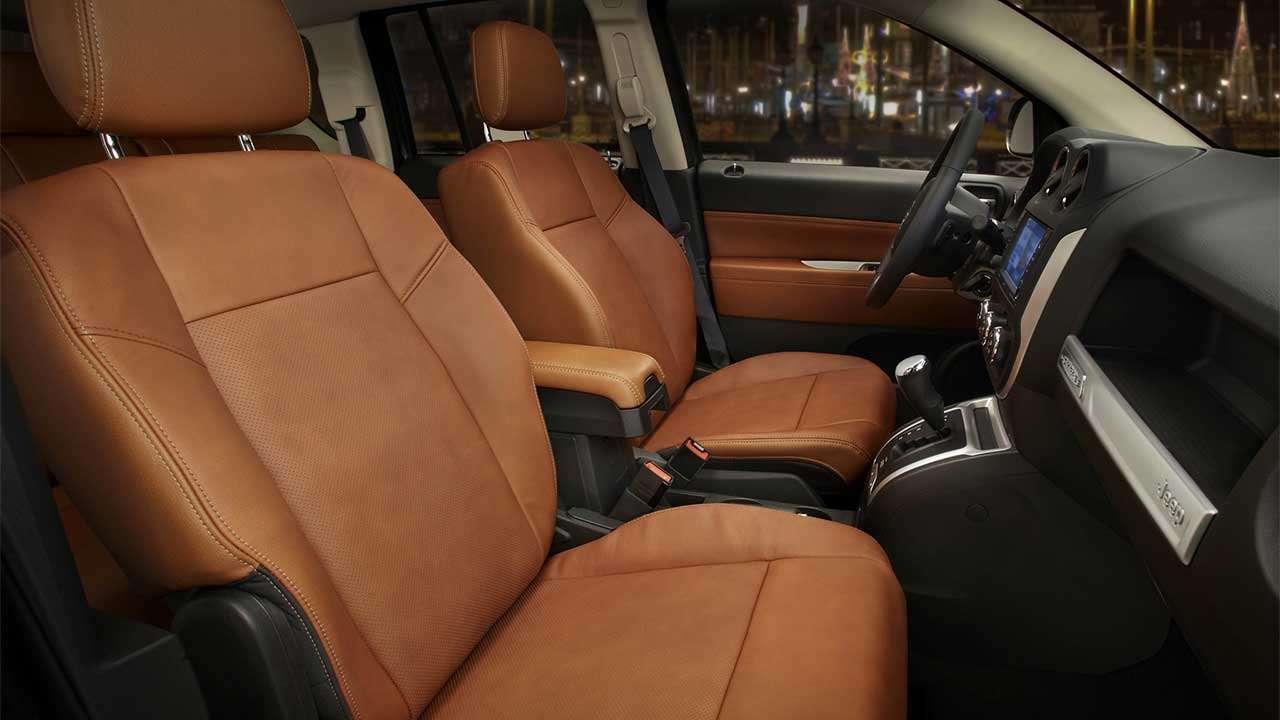 Передние сиденья Jeep Compass