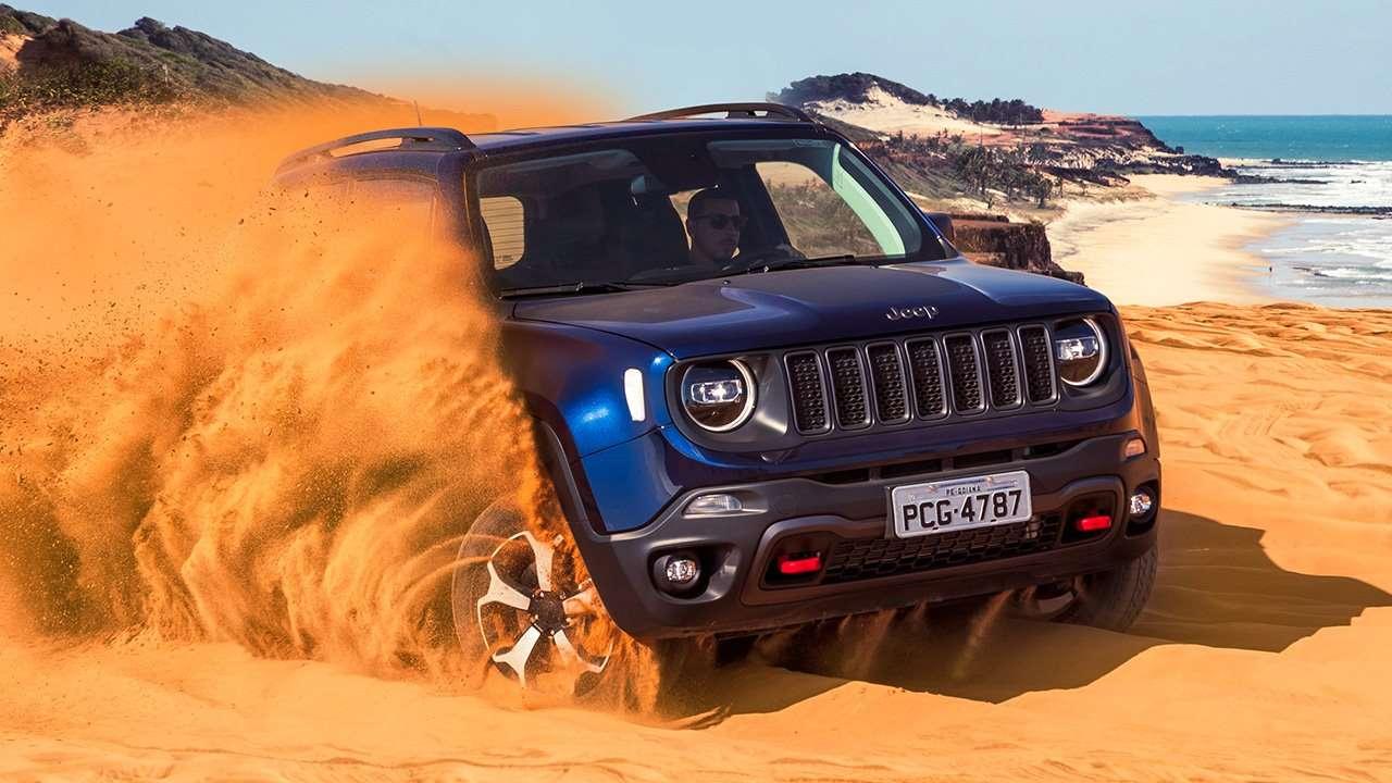 Новый Джип Ренегат в песках