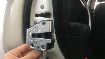 Как установить доводчики на двери автомобиля