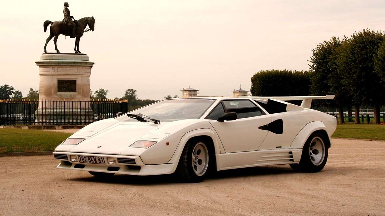 Lamborghini Countach фото спереди