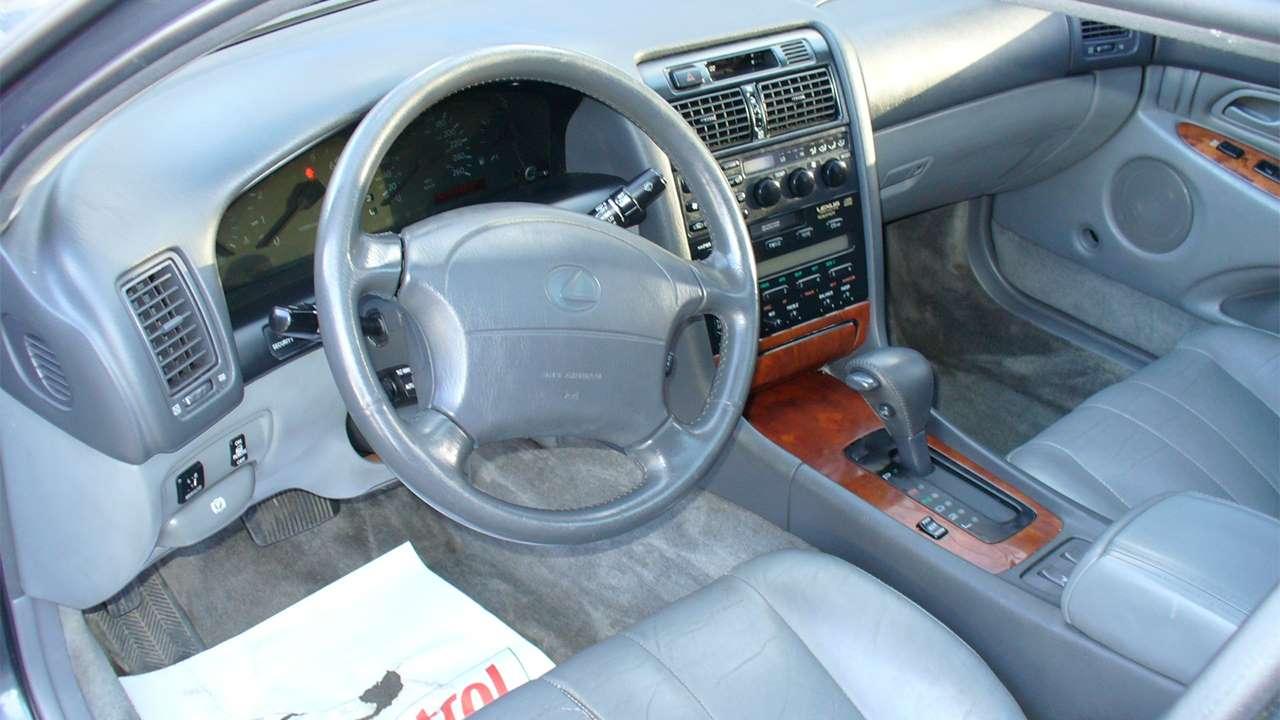 Салон первоого Lexus GS 1993-1997