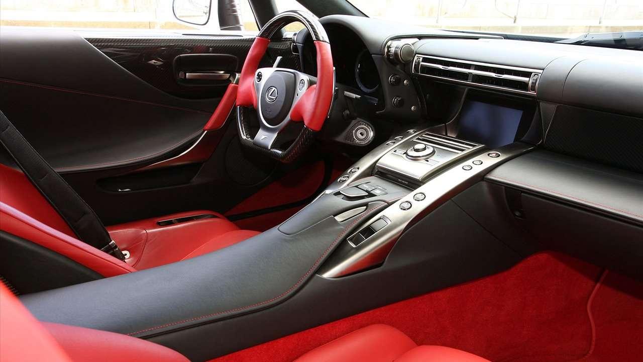 Lexus LFA (2010-2016) салон