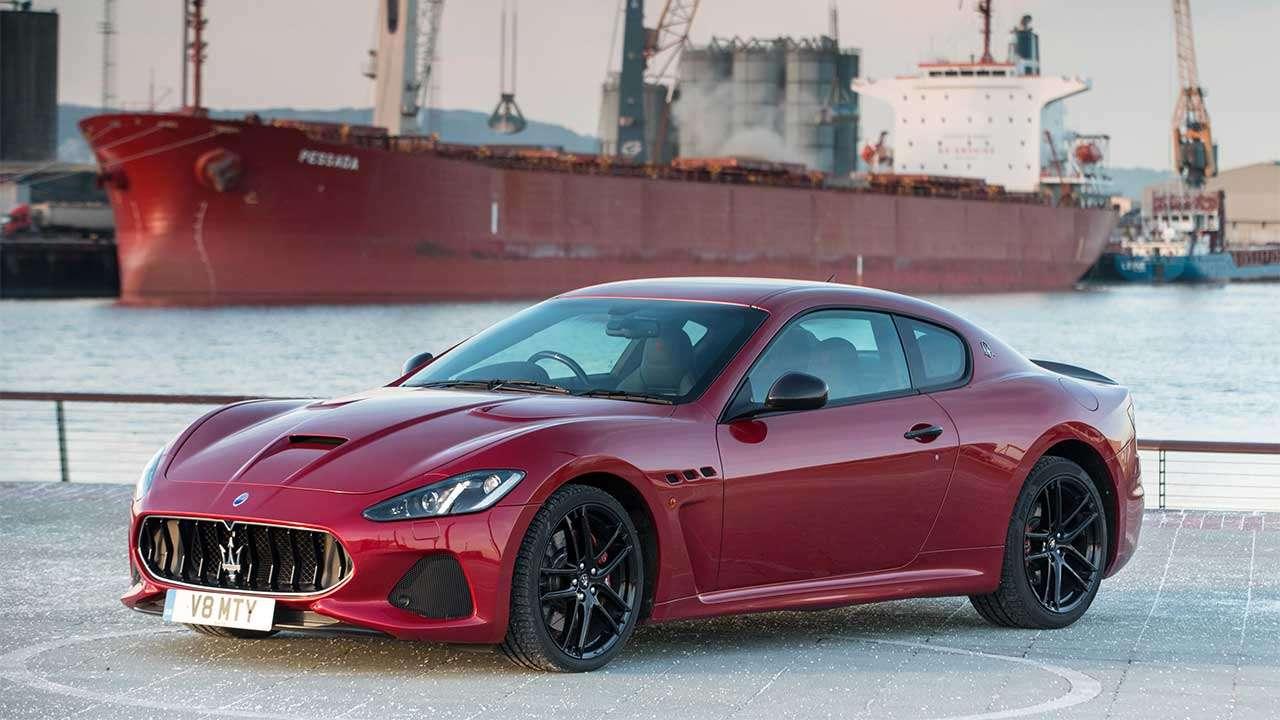 Фото красной Maserati GranTurismo