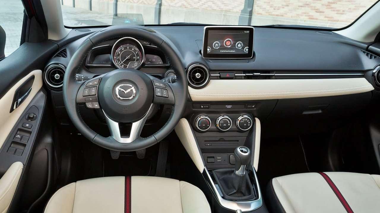 Mazda 2 2017-2018 салон