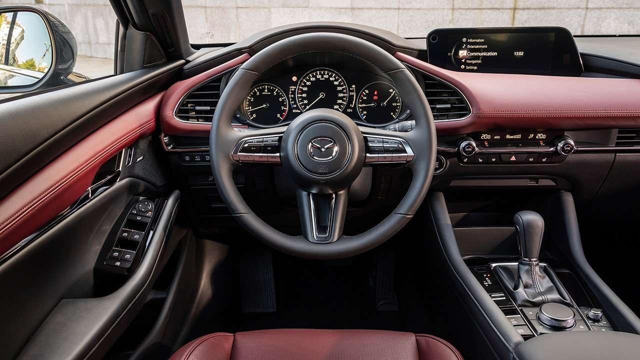 Фото салона Mazda 3