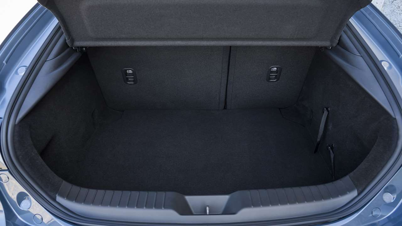 Багажник нового хэтчбека Мазда 3