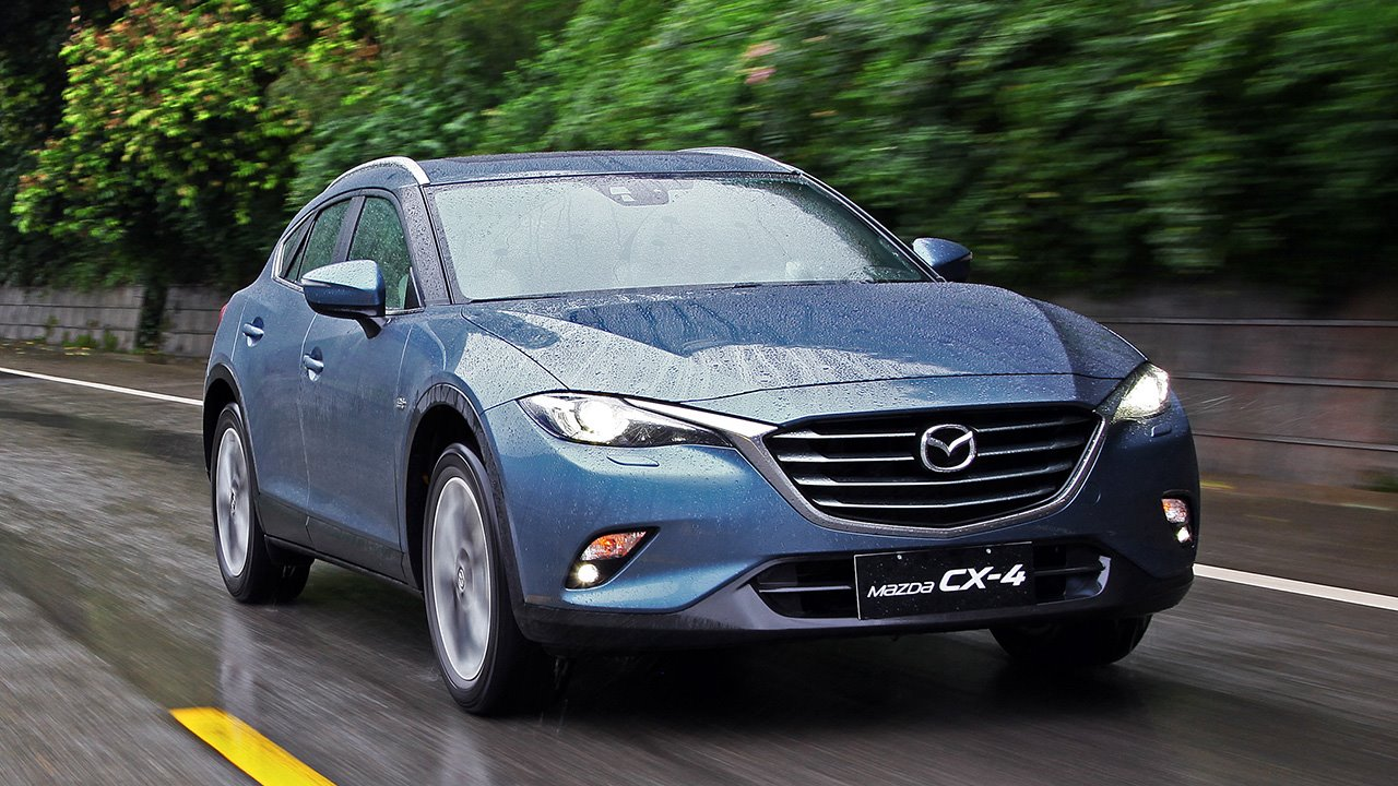 Фото Mazda CX-4 спереди