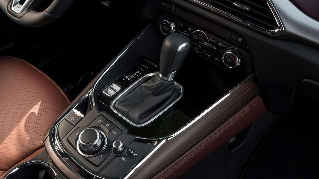 интерьер Mazda CX-9 2020-2021