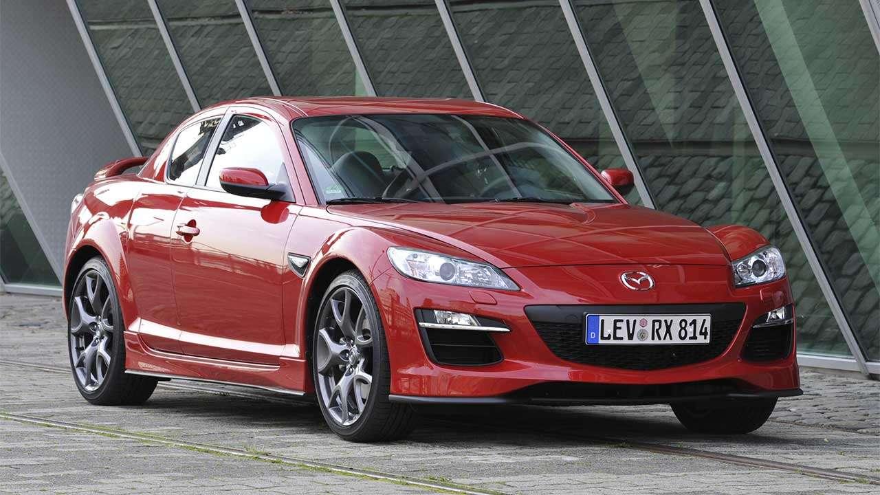 Фото красной Mazda RX-8