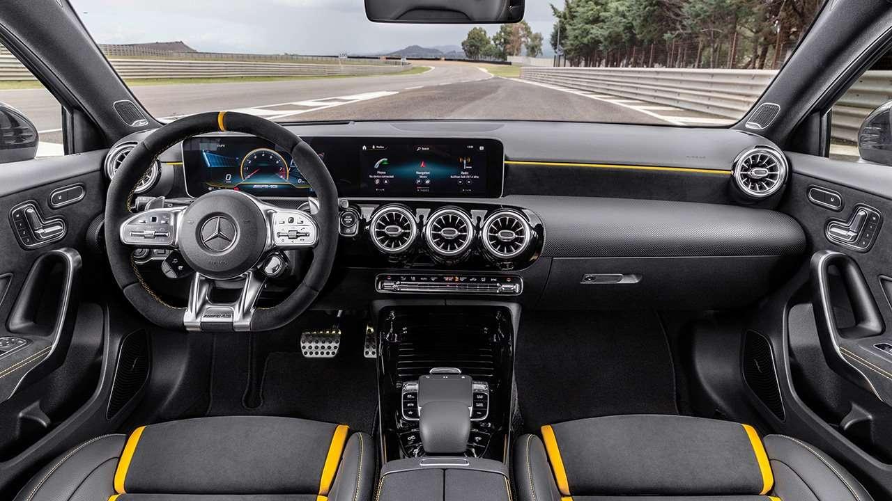 Салон нового Mercedes-AMG A45 W177