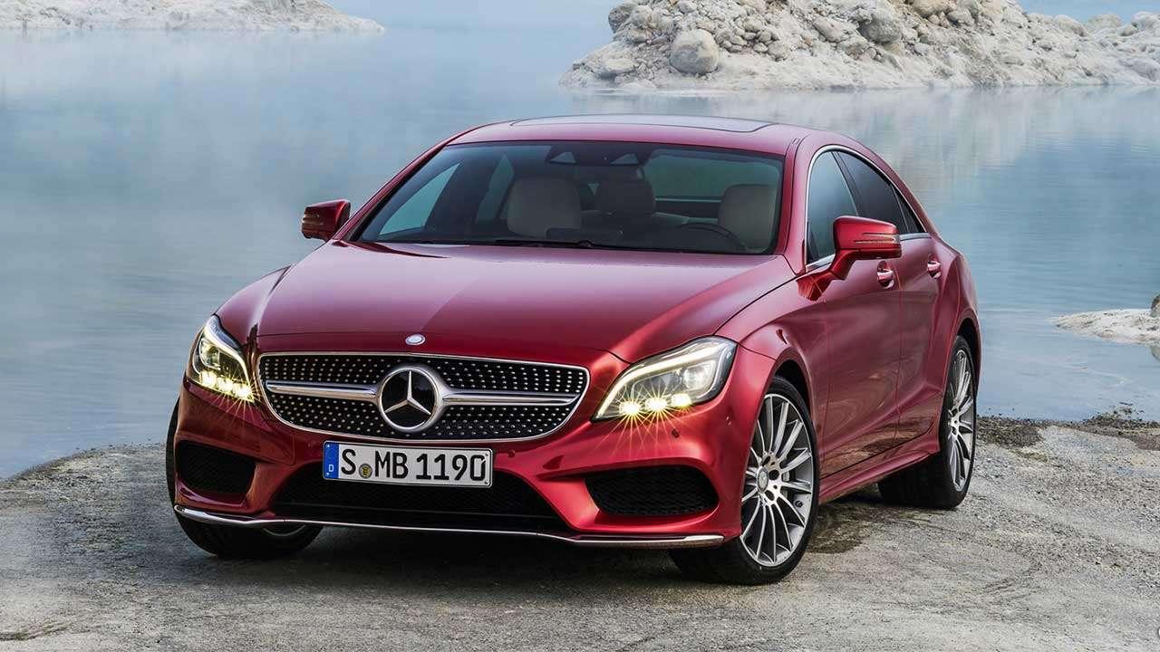 Фото красного Mercedes-Benz C218