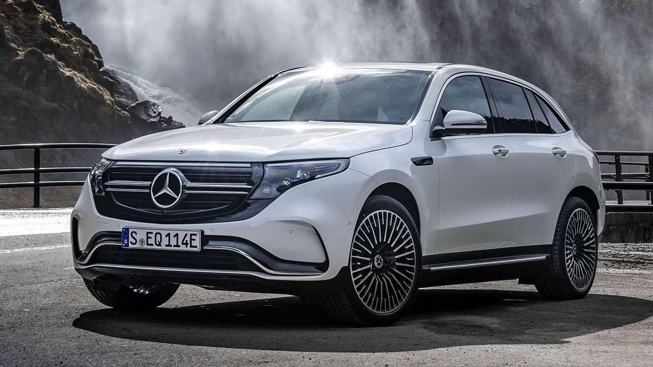 Mercedes-Benz EQC фото спереди