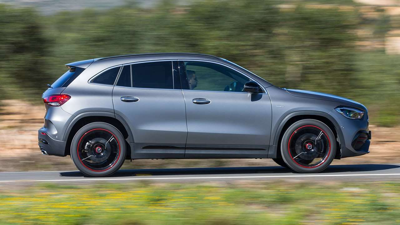 Фото Mercedes-Benz GLA 2020-2021 сбоку