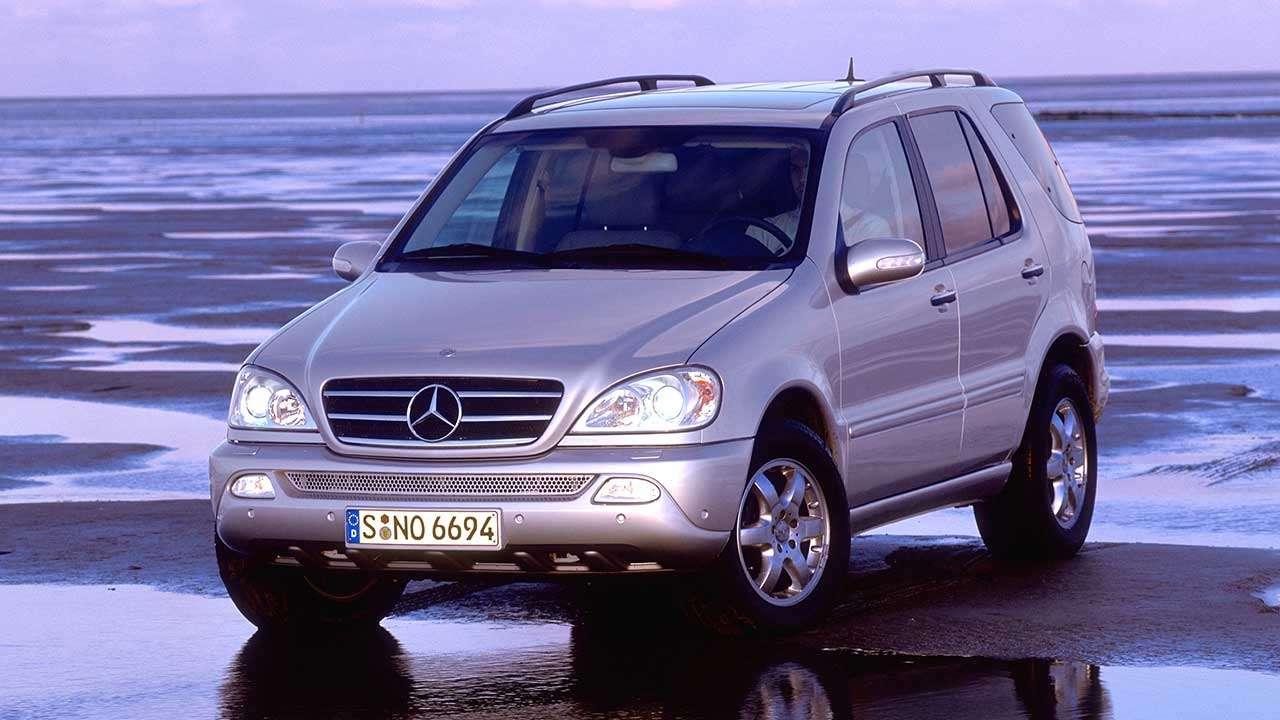 Mercedes-Benz ML W163 фото спереди