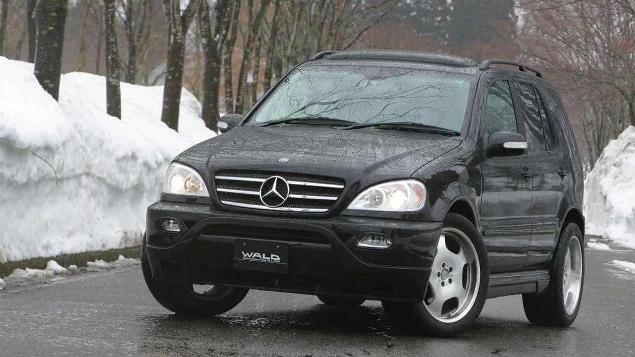 Фото черного Mercedes-Benz ML W163