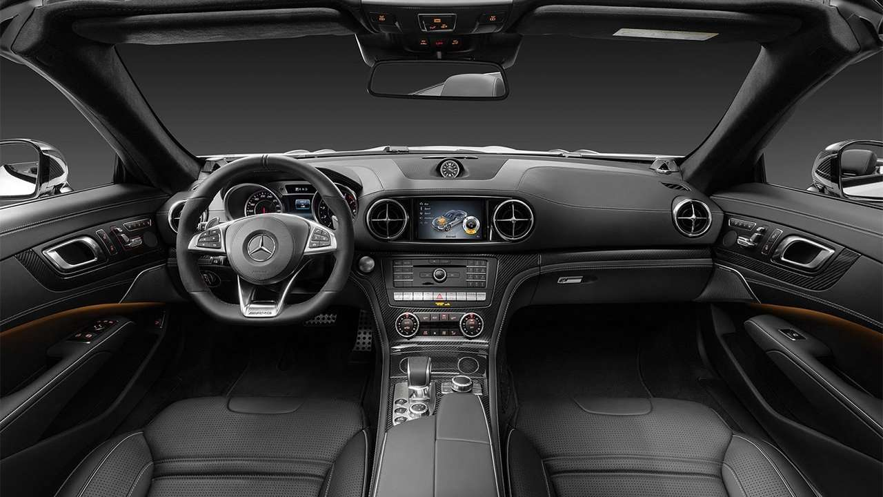 Салон нового Mercedes-AMG SL63 2019-2020
