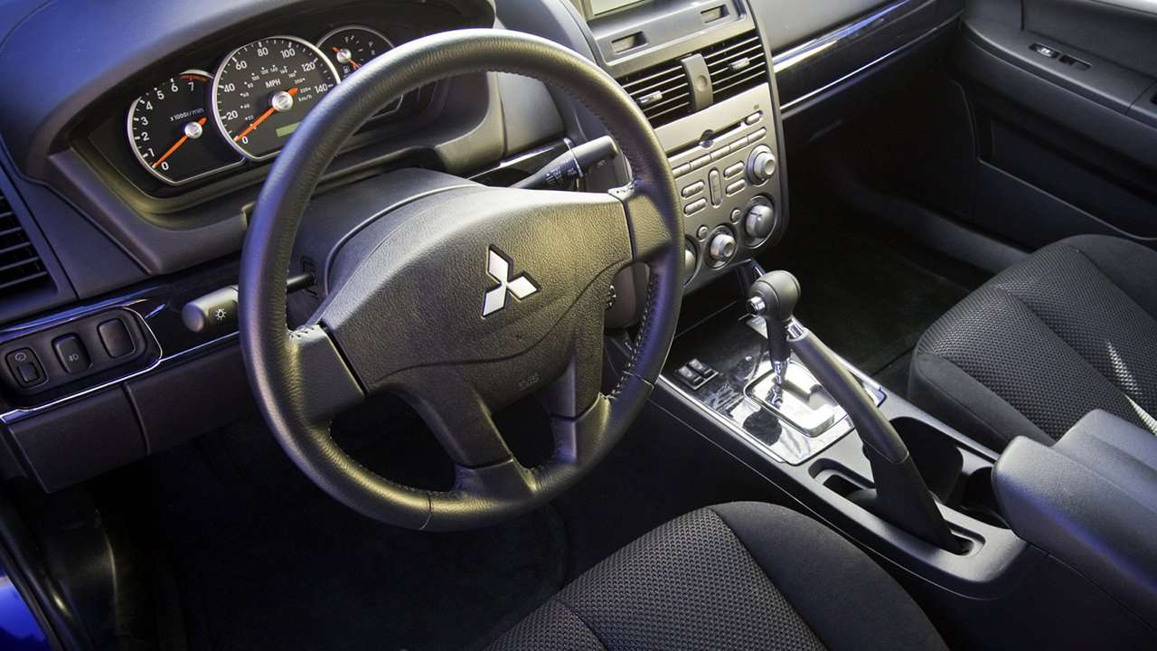 Mitsubishi Galant 9 (2008-2012) интерьер