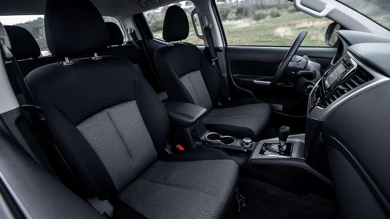 Передние сиденья нового Mitsubishi L200