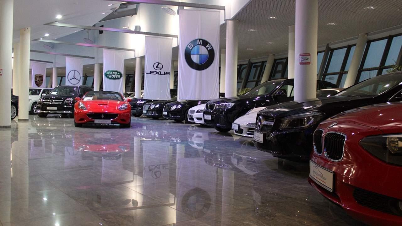 Дилер продаж разных автомобилей