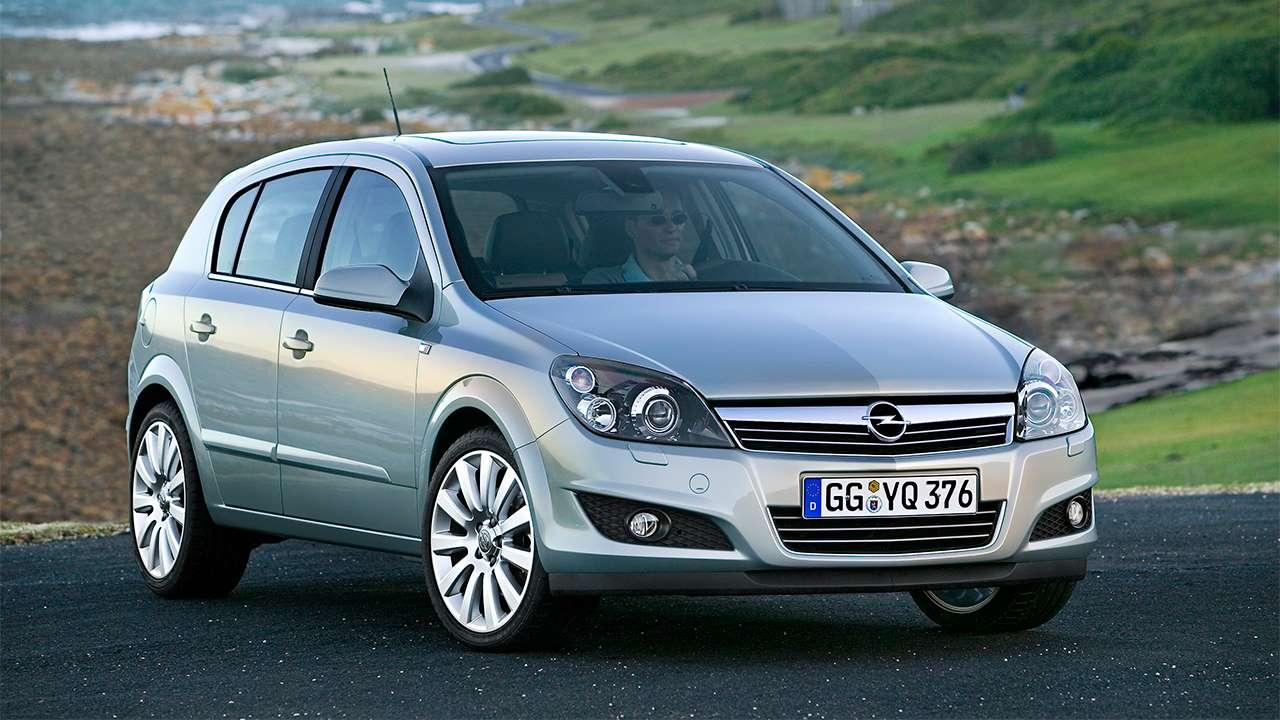 Opel Astra H фото спереди