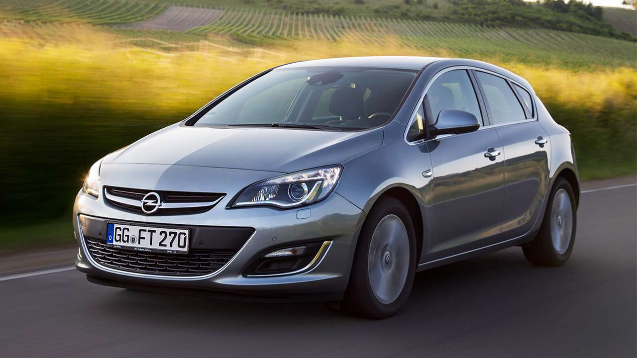 Opel Astra J фото спереди