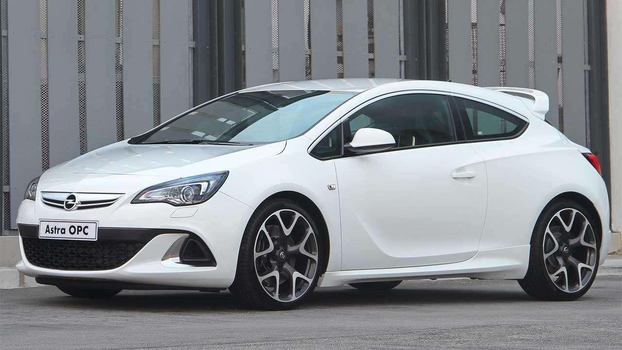 Фото белого Opel Астра ОПС