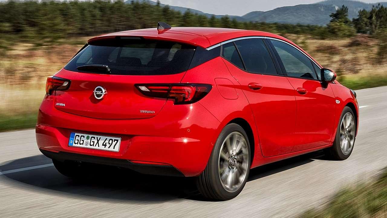 Opel Astra K 2019-2020 фото сзади