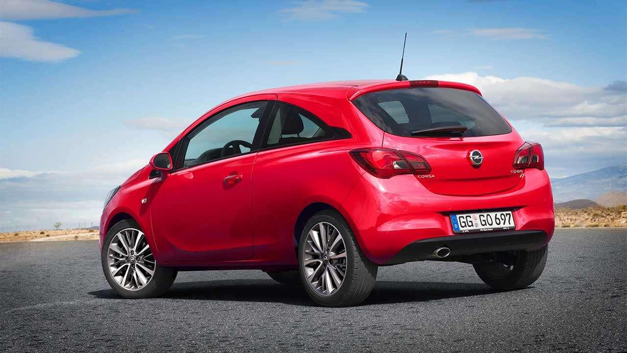 Opel Corsa E фото сзади