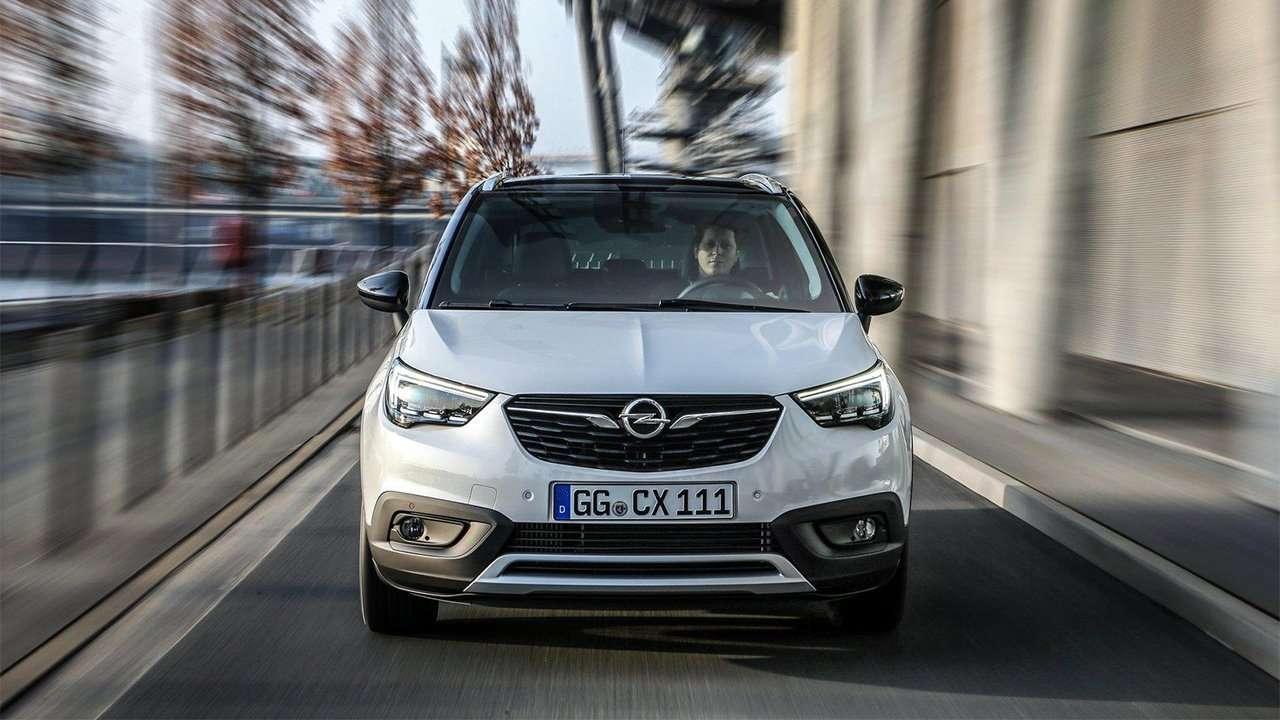 Фото спереди Opel Crossland X 2019-2020