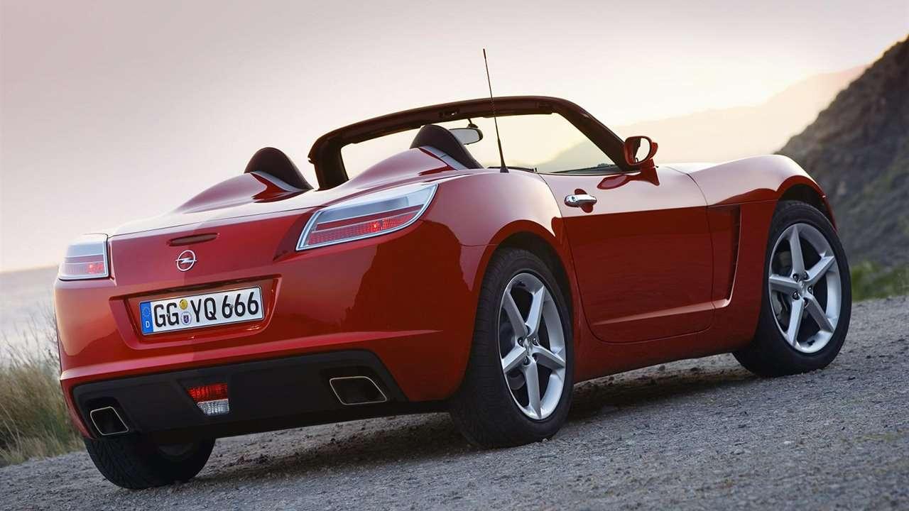 Opel GT фото сзади