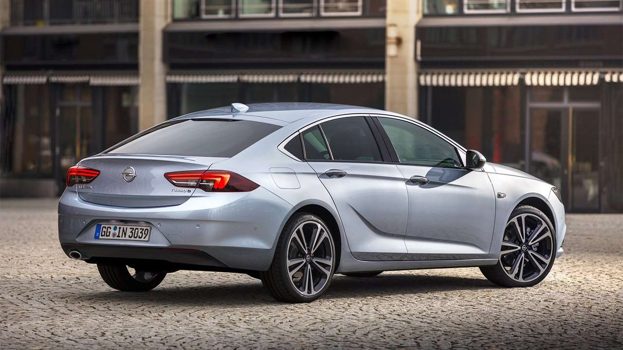 Opel Insignia 2020-2021 фото сзади