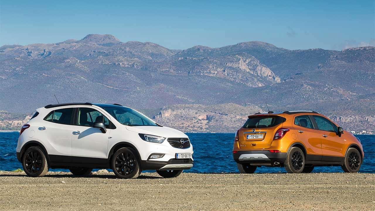 Фото двух Opel Мокка Х