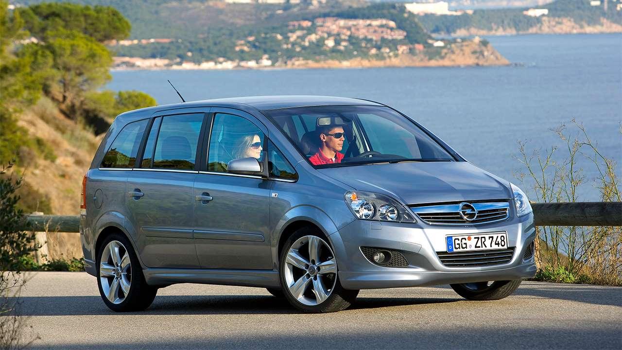 Opel Zafira B фото спереди