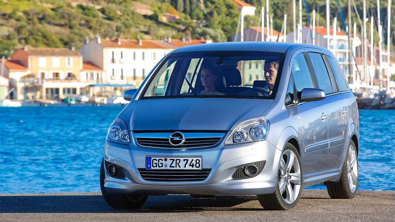 Передняя часть Opel Zafira B/Family