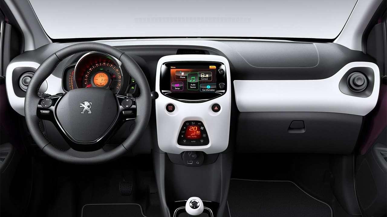 Фото салона Peugeot 108