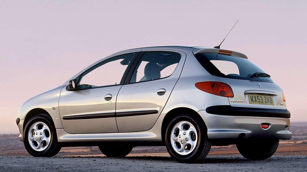 Peugeot 206 1998-2012 фото сзади