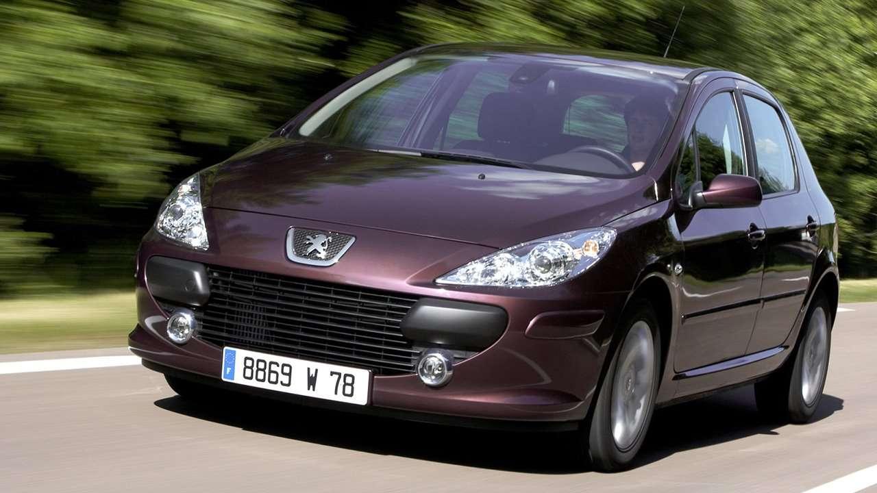 Самый маленький Peugeot превратился в кабриолет