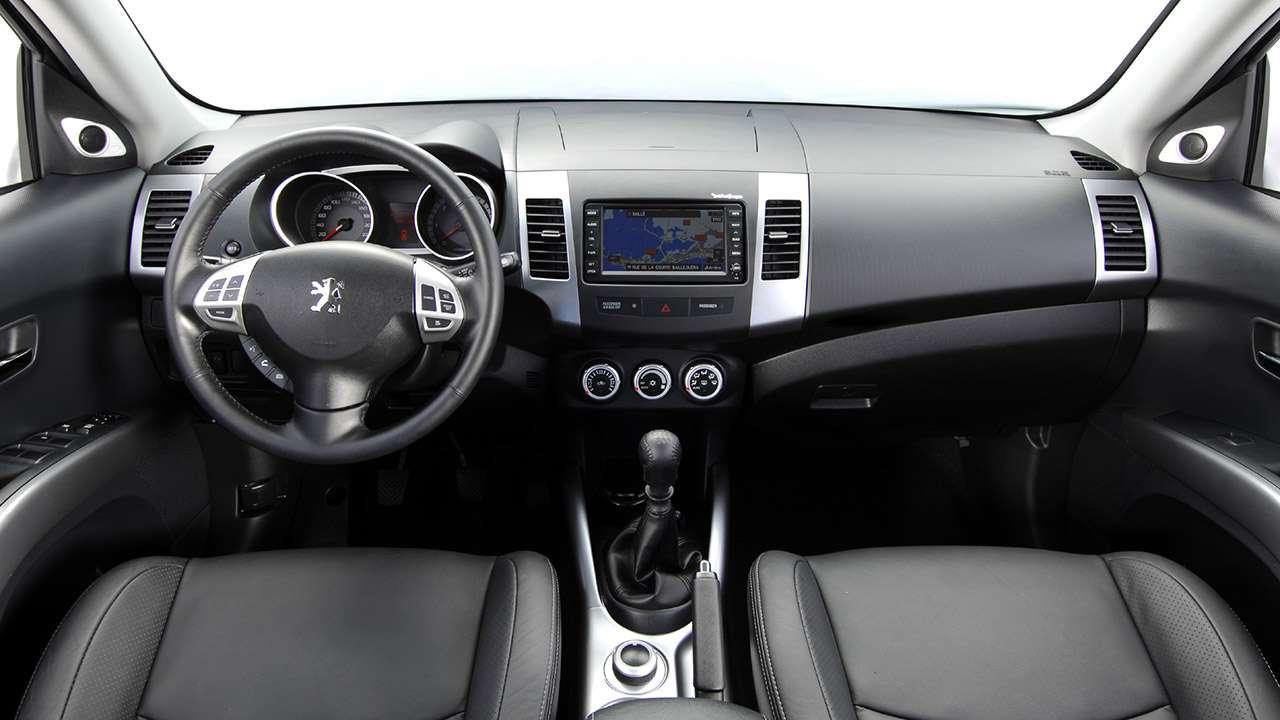 Салон Peugeot 4007