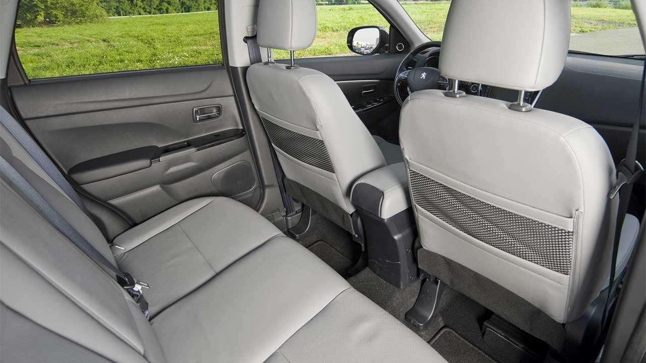 Задние сиденья Peugeot 4008