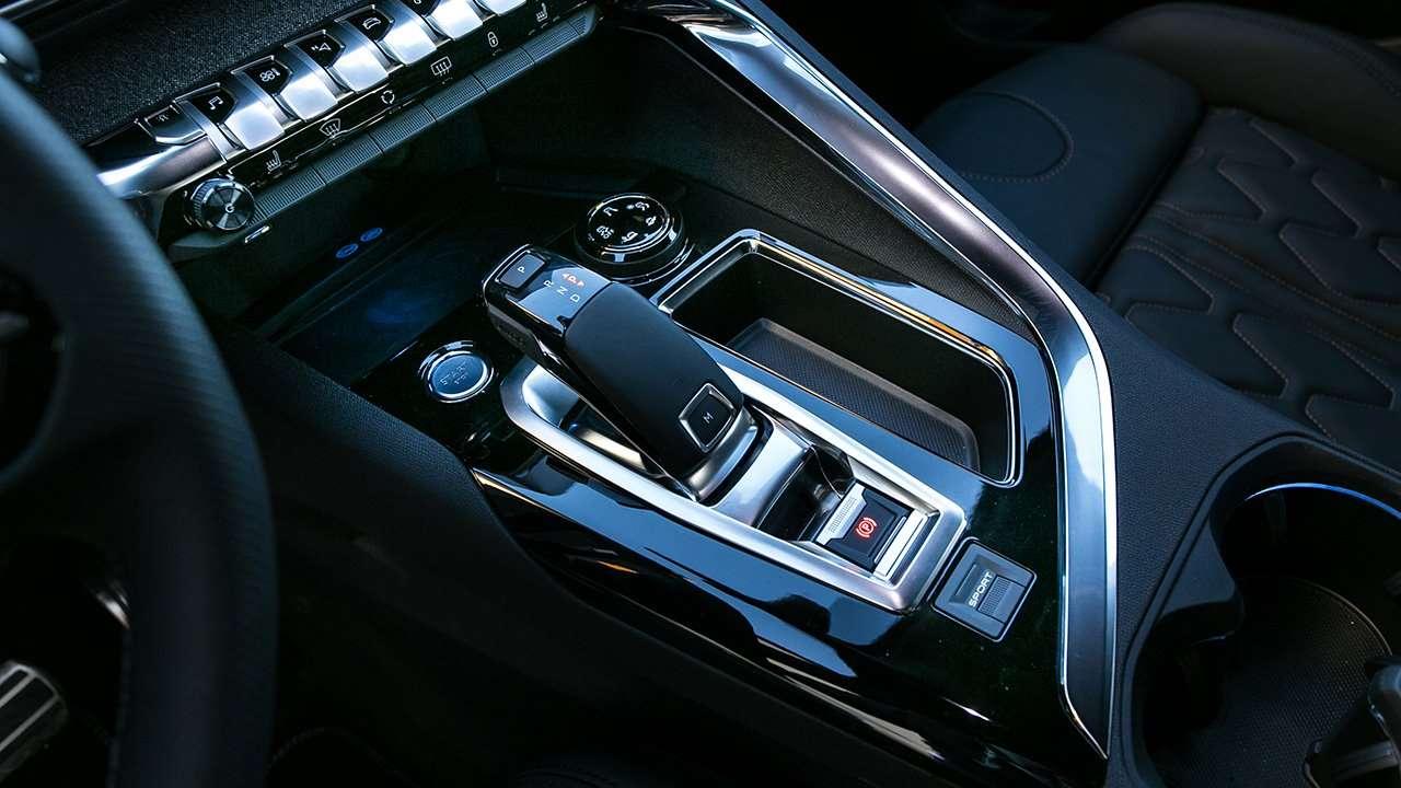 Интерьер Peugeot 5008 2019-2020