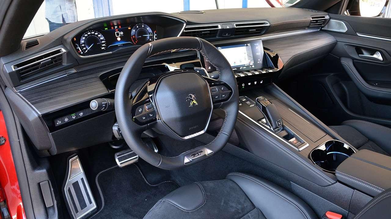 Салон новой Peugeot 508